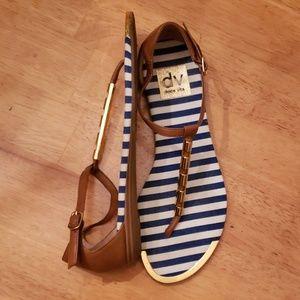 Dolce Vita Brown/Gold T-strap Sandals | Size 6